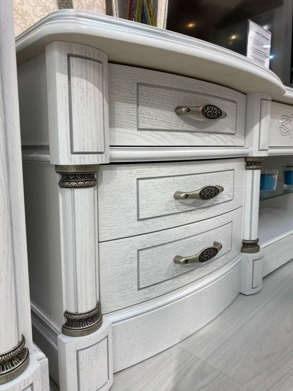 Пилястры крашенные на заказ, колонка из массива для мебели